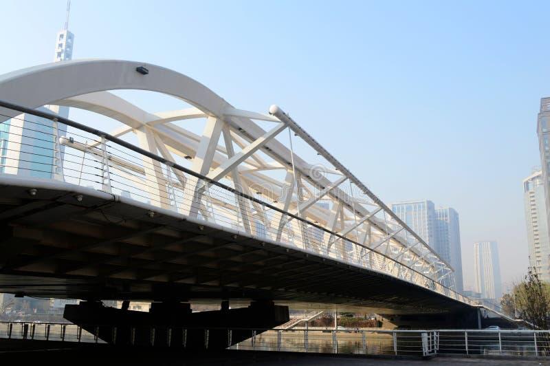 Nowożytny żelazo most zdjęcia stock