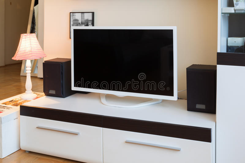 Nowożytny żywy pokój - TV i mówcy obraz stock