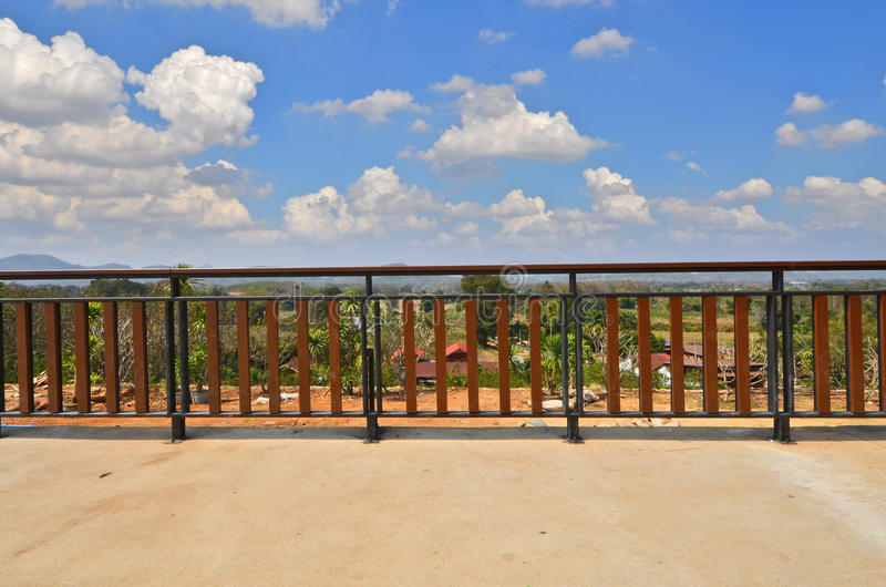 Nowożytny balkon z chmurnym niebem fotografia stock