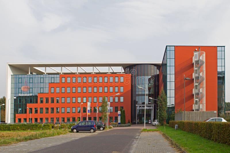 Nowożytny banka budynek w Hoogeveen w wieczór świetle, holandie fotografia royalty free