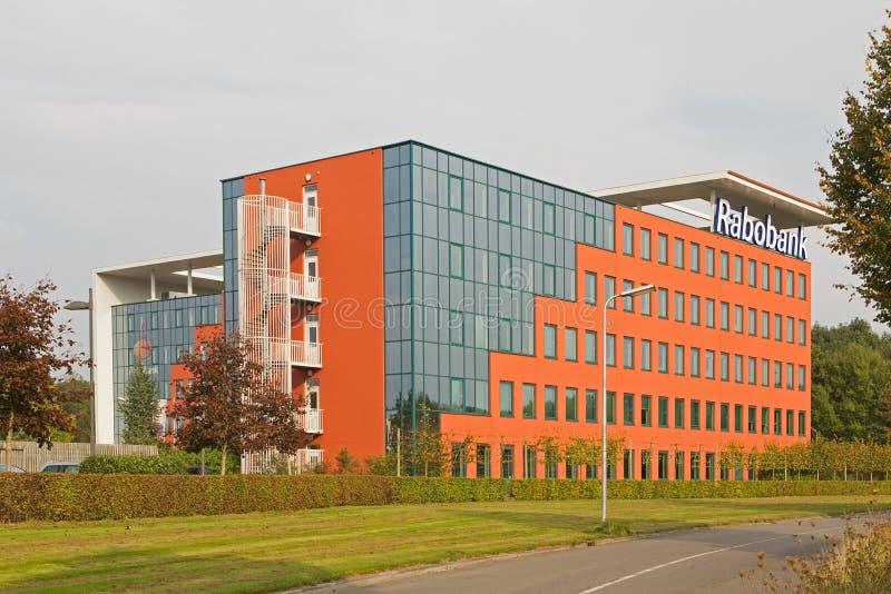 Nowożytny banka budynek w Hoogeveen w wieczór świetle, holandie obrazy royalty free