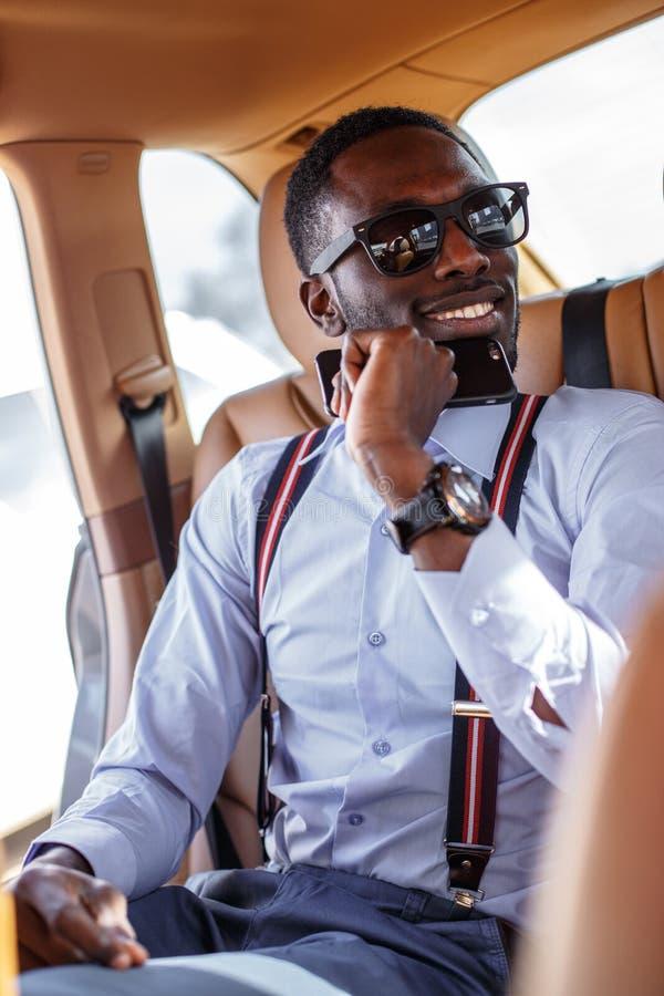 Nowożytny blackman w błękitnej koszula fotografia royalty free