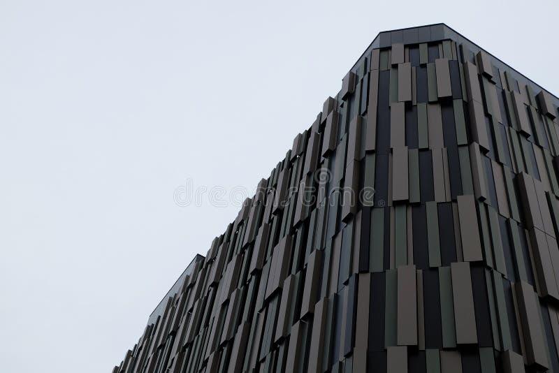 Nowożytny Brown metalu budynek zdjęcie stock