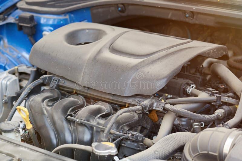 Nowożytny brudny samochodowy silnik obraz stock