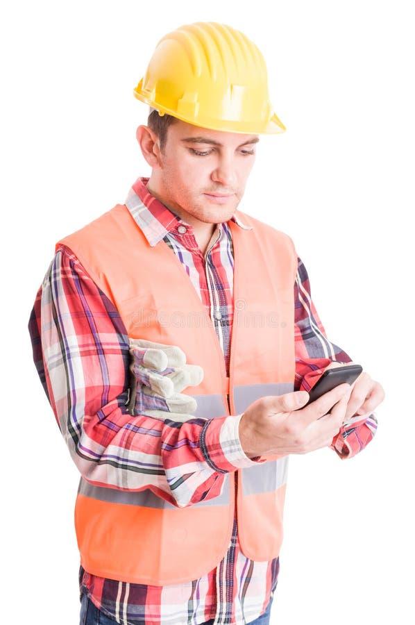Download Nowożytny Budowniczy Używa Bezprzewodowego Smartphone Zdjęcie Stock - Obraz złożonej z profesjonalizm, odosobniony: 53782534