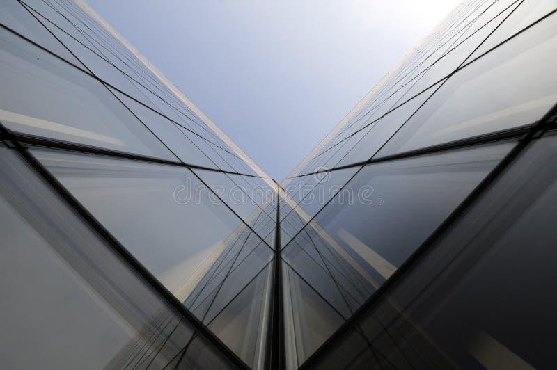 Nowożytny budynek biurowy geometrii architektura zdjęcie stock
