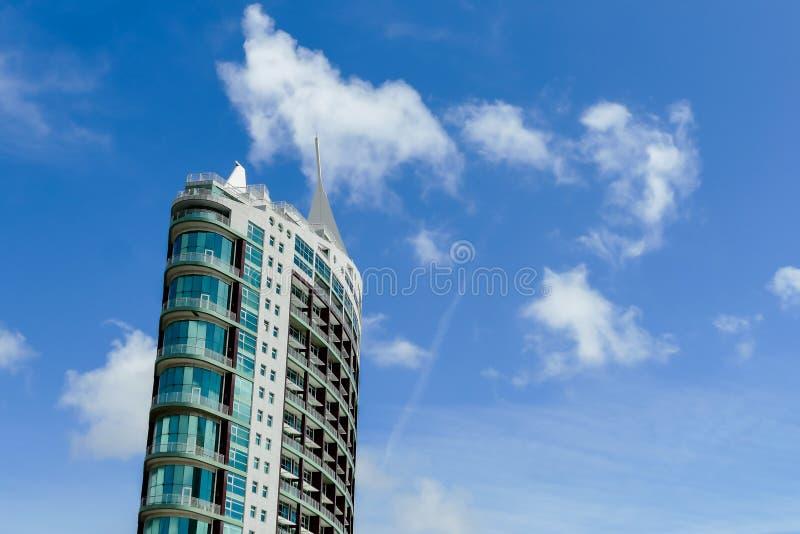 nowożytny budynek w niebie w Lisbon stolicie Portugalia, zdjęcia stock