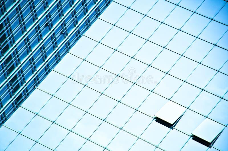 Nowożytny budynek z błękitnym szkłem obrazy stock