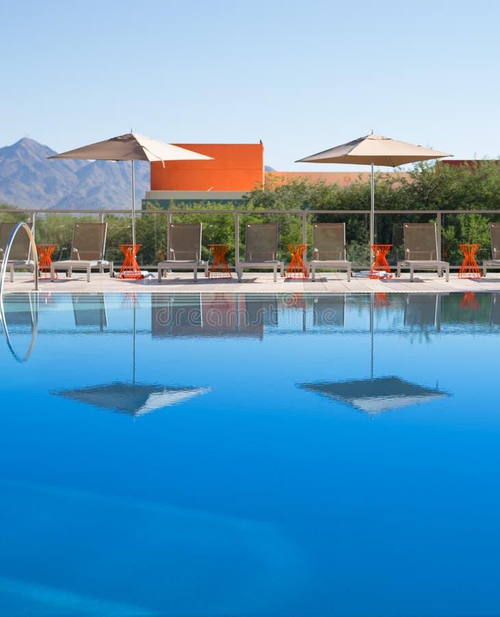 Nowożytny elegancki pływacki basen obrazy royalty free