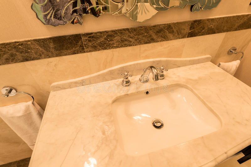 Nowożytny elegancki zlew w łazience zdjęcie stock
