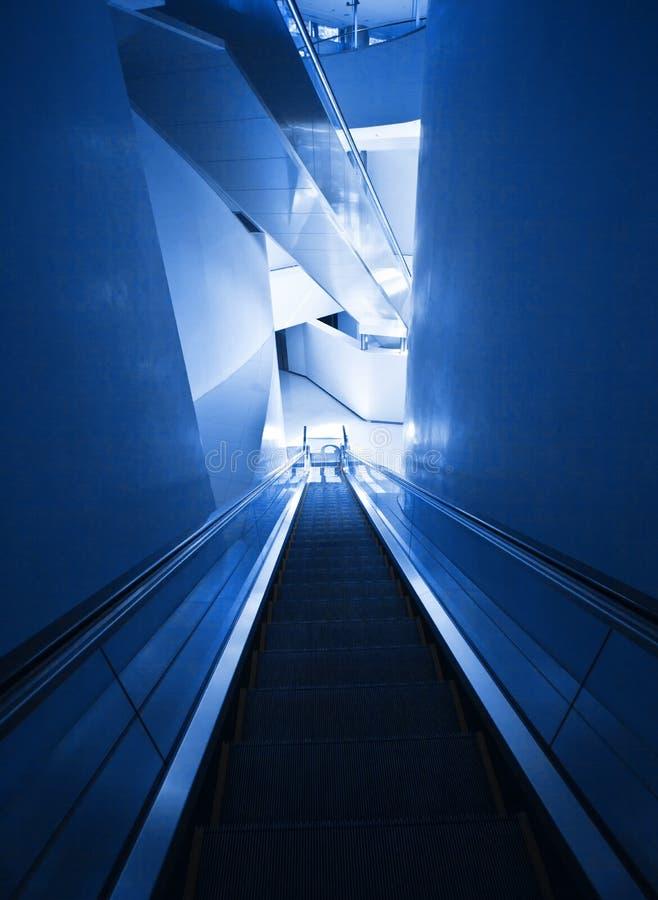 Nowożytny eskalator zdjęcie stock
