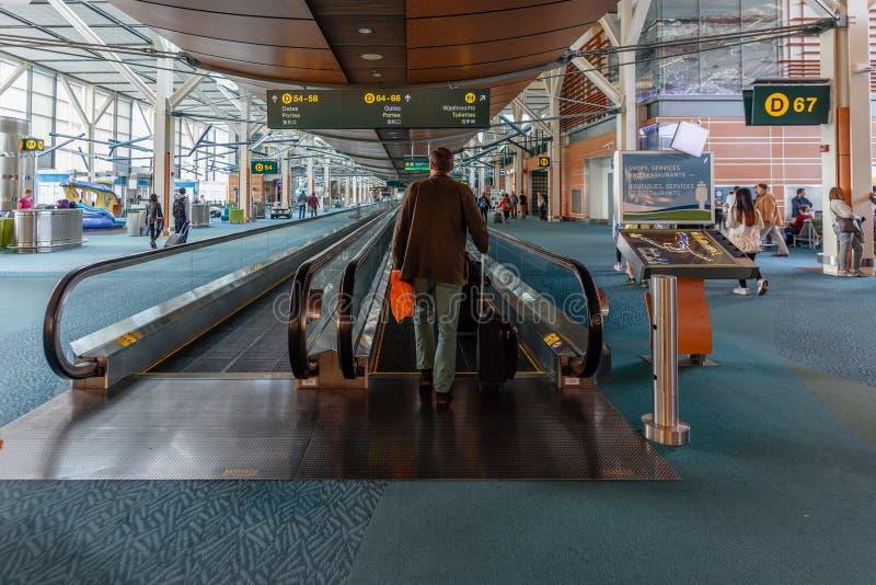 Nowożytny Europejski lotniskowy wnętrze przy dnia czasem zdjęcia royalty free