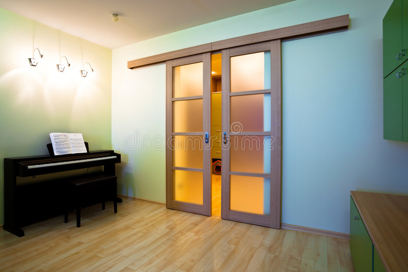 nowożytny fortepianowy pokój fotografia stock