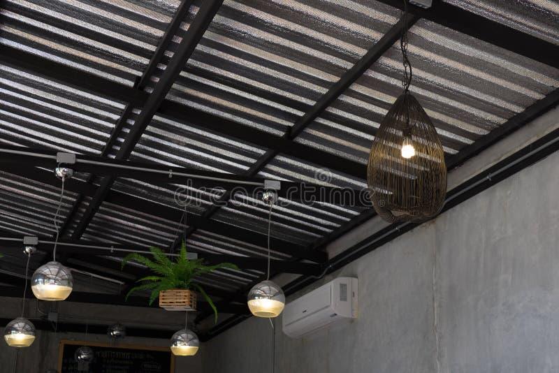 Nowożytny lampowy obwieszenie na suficie fotografia stock