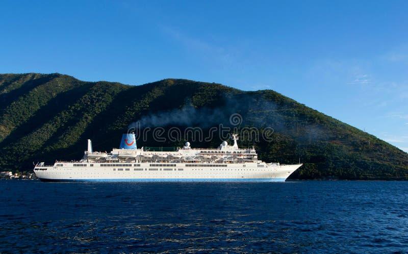 Nowożytny luksusowy krążownik zdjęcia stock