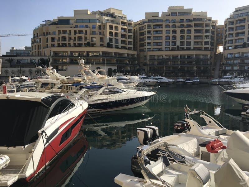 Nowożytny Luksusowy Portomaso Marina zdjęcia royalty free