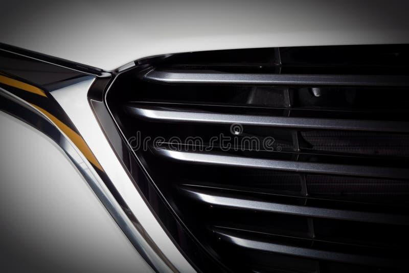 Nowożytny luksusowy samochodowy zakończenie grille Drogi, sportów auto wyszczególniać zdjęcie stock