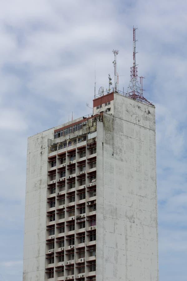 Nowożytny mieszkaniowy brudny budynek w Manaus, Brazylia fotografia royalty free