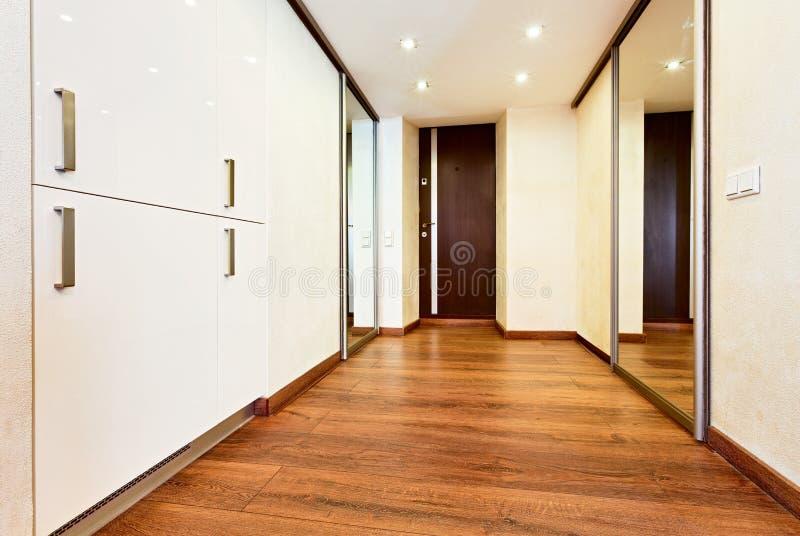 Nowożytny minimalizmu stylu korytarza wnętrze zdjęcia stock
