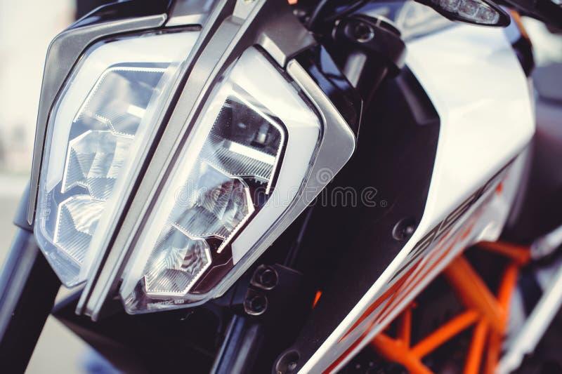 Nowożytny motocyklu reflektor, zakończenie na przodzie fotografia stock