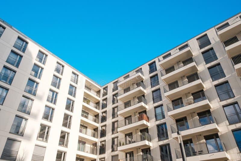 Nowożytny nieruchomość rozwój, budynek mieszkaniowy fasada, domowa powierzchowność obraz royalty free