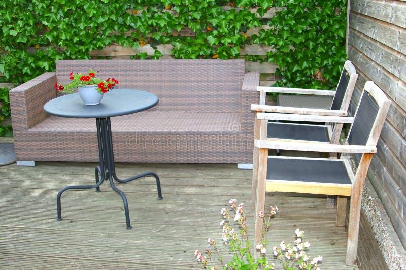 Nowożytny ogrodowy projekt dla modnego stylu życia w domu fotografia stock