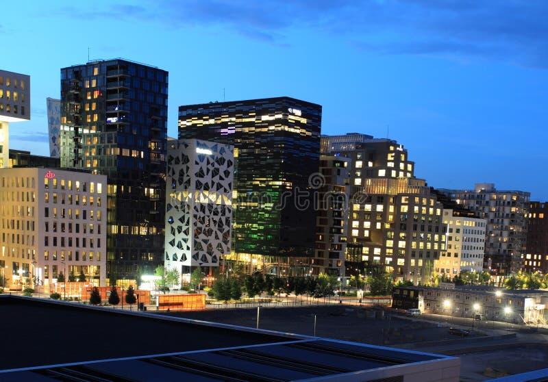 Nowożytny Oslo przy nocą obraz stock