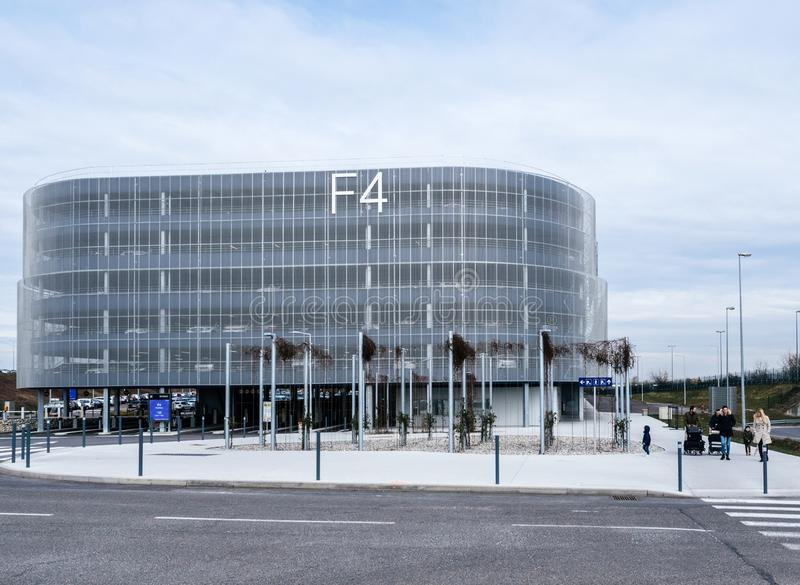 Nowożytny parking budynek przy EuroAirport w Basel Mulhouse obrazy royalty free