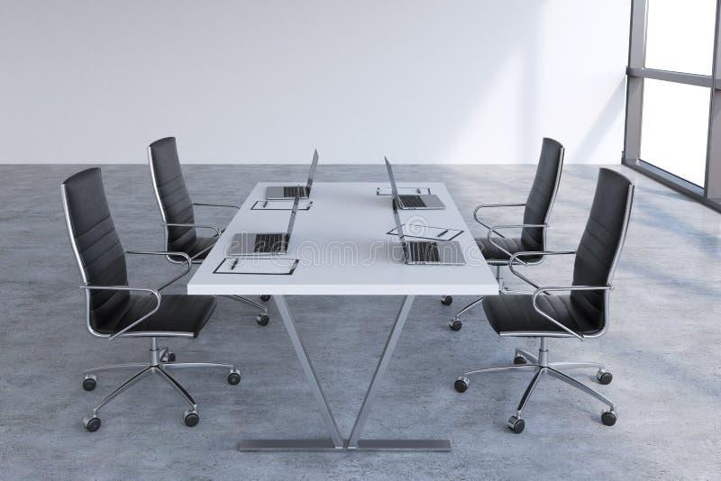 Nowożytny pokój konferencyjny z ogromnymi okno z kopii przestrzenią Czarni rzemienni krzesła i biały stół z laptopami ilustracja wektor