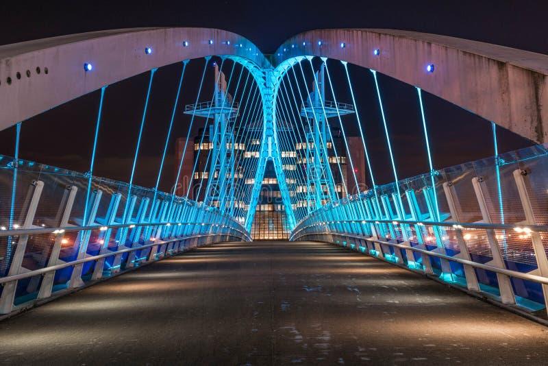 Nowożytny Przemysłowy most Przy nocą fotografia stock