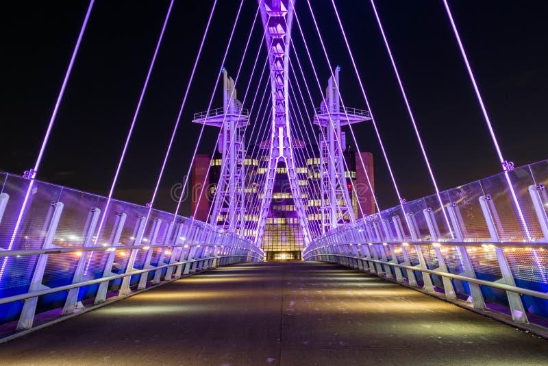 Nowożytny Przemysłowy most Przy nocą obraz royalty free
