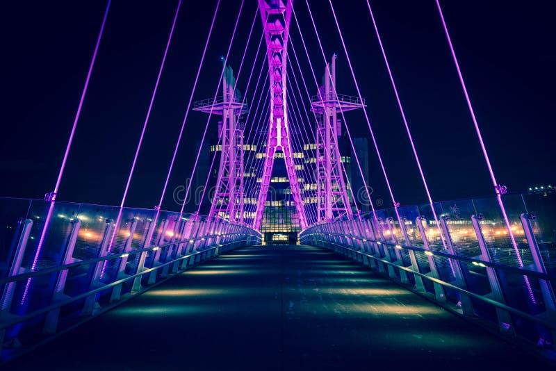 Nowożytny Przemysłowy most Przy nocą zdjęcia stock