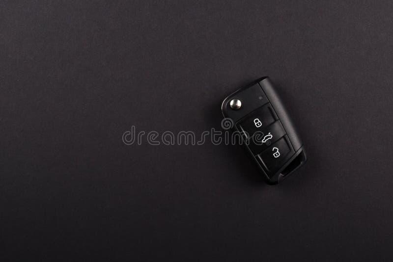 Nowożytny samochód Wpisuje, z trzy elektronicznymi dalekimi guzikami, Składającymi Odizolowywający na czarny tle zdjęcie royalty free