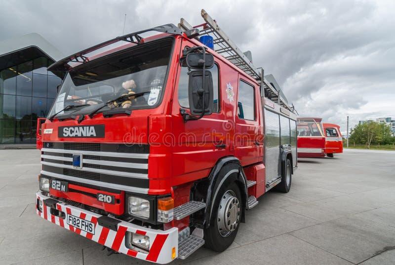 Nowożytny Scania samochód strażacki na zewnątrz Nadrzecznego muzeum, Glasgow, Scot obraz stock