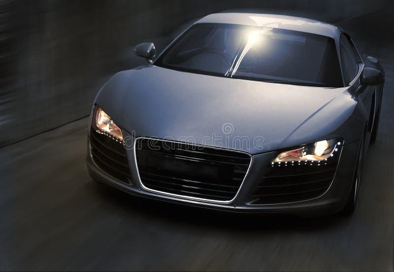 Nowożytny sporta samochód w ruchu zdjęcia royalty free