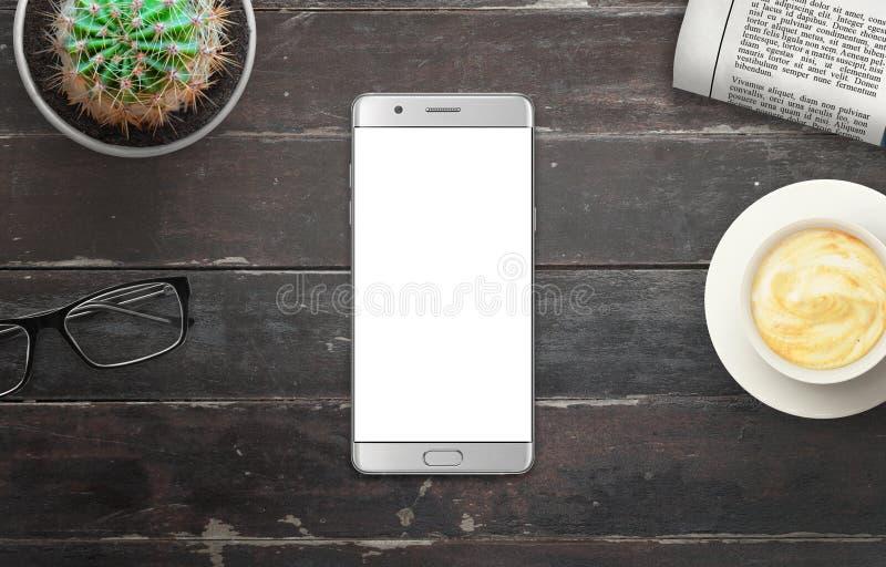 Nowożytny srebny mądrze telefon z bielem odizolowywał pokazu dla mockup w drewnianym stole zdjęcia stock