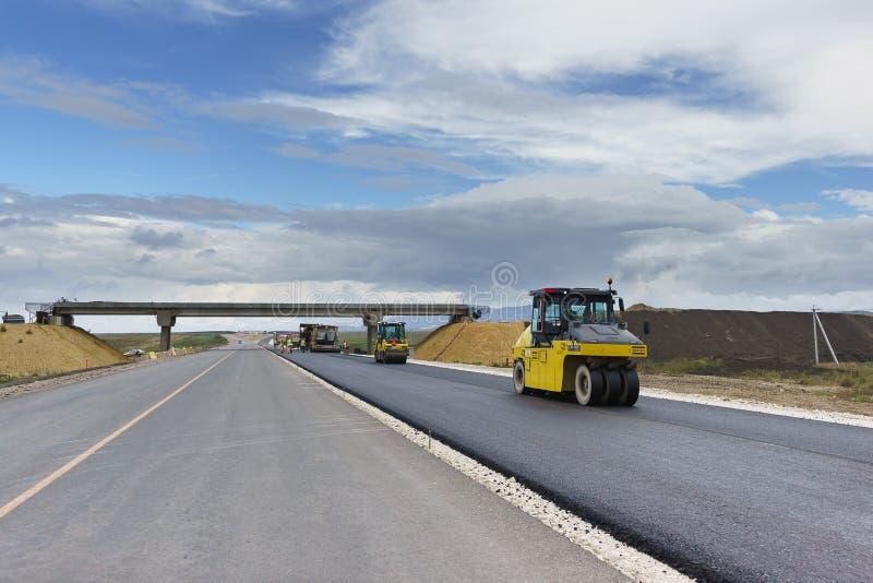 Nowożytny wyposażenie dla asfaltu betonowy kłaść Lodowego lodowiska Dynapac pneumatyczny atlant Copco Nowy ślad będzie wygodny i  zdjęcia royalty free