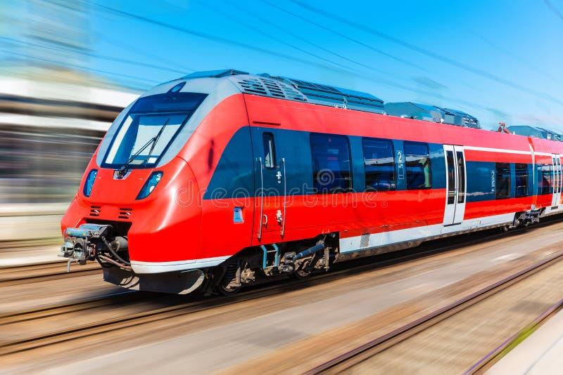 Nowożytny wysoki prędkość pociąg zdjęcia stock