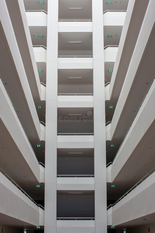 Nowo?ytne budynek warstwy pod?ogowa struktura Abstrakcjonistyczny Tunelowy korytarz sterty budynek z symetrii warstw? fotografia royalty free