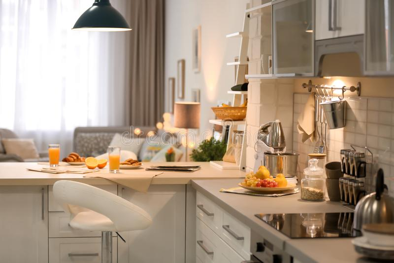 nowoczesna kuchnia wewnętrznego obraz stock