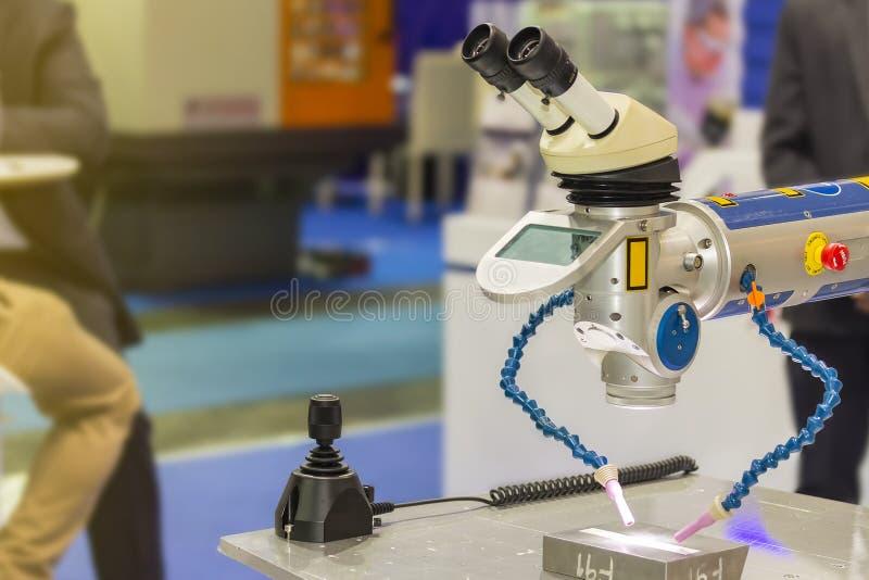 Nowoczesna technologia i precyzja laserowa spawalnicza maszyna dla lub modyfikujemy lub naprawiamy obrazy royalty free