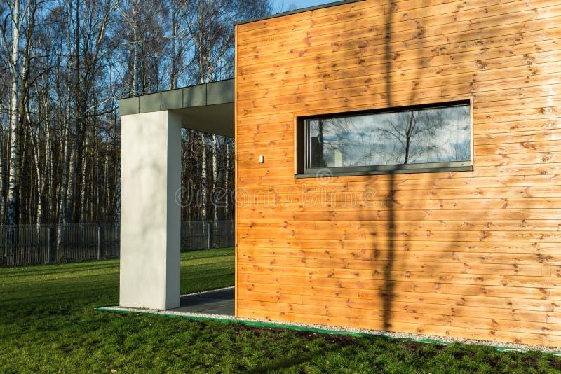 nowoczesne ścian drewnianych domowe obrazy stock