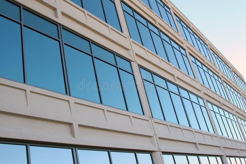 nowoczesne okna zbudować biurowych fotografia royalty free
