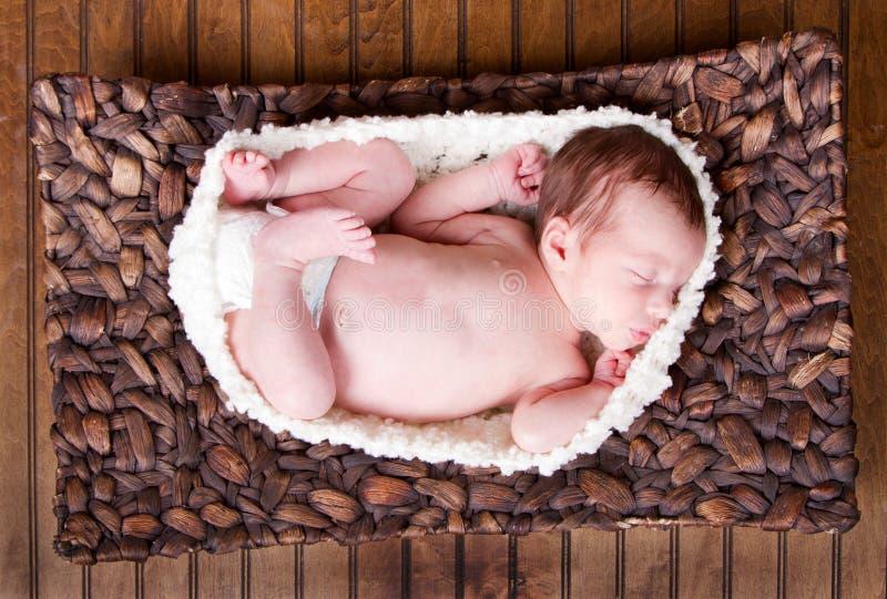 Nowonarodzonego niemowlaka dziecka dosypianie zdjęcie stock