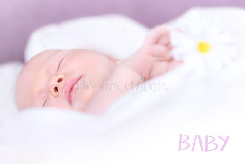 Nowonarodzony dziecka drzemanie fotografia royalty free