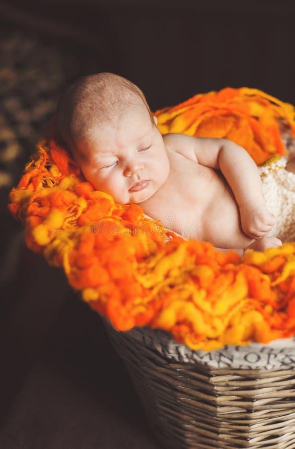 Nowonarodzony dziecka odpoczywać obraz stock