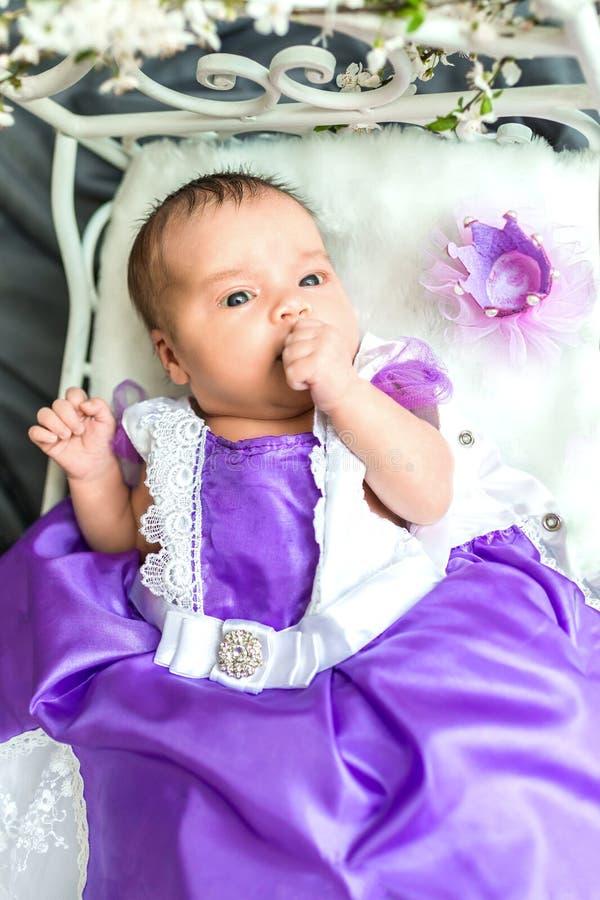 Nowonarodzony dziewczynki princess fotografia stock