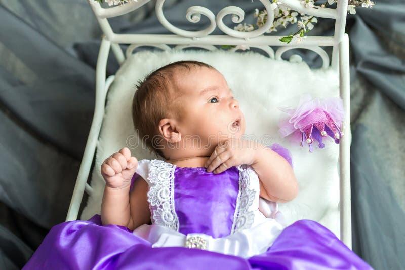 Nowonarodzony dziewczynki princess obraz royalty free