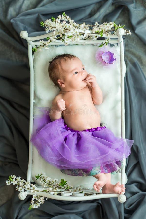 Nowonarodzony dziewczynki princess zdjęcie stock