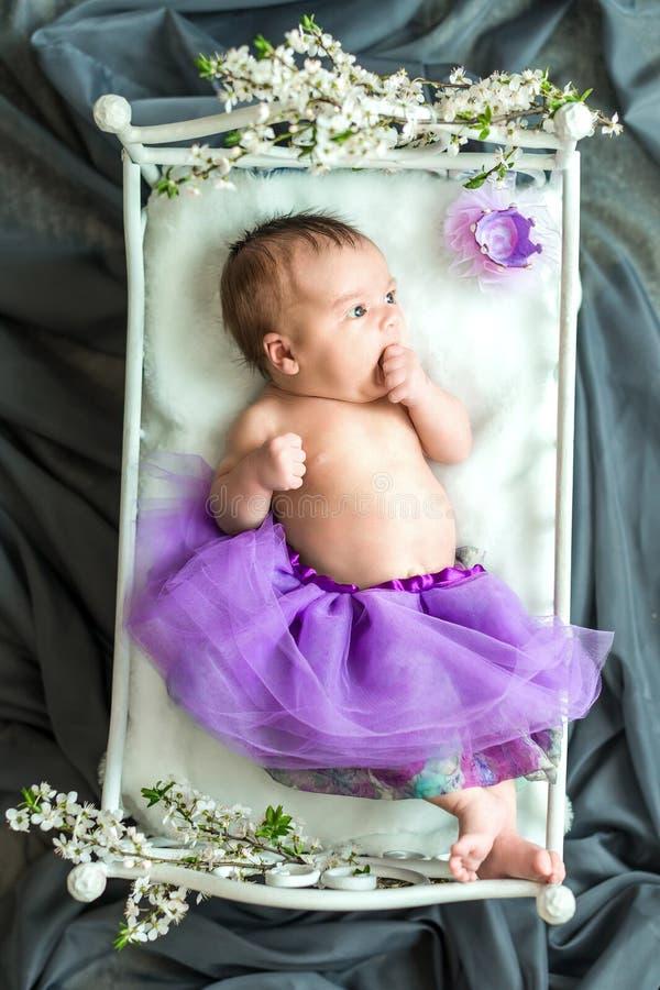 Nowonarodzony dziewczynki princess zdjęcie royalty free